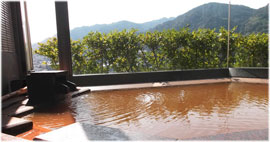 有馬の壮観で素晴らしい景色を極上の湯で堪能できるお風呂を準備!