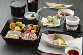 ランチは大津港にほど近い琵琶湖ホテルの日本料理レストランで