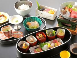 ランチは、和・洋・中からお好みのお食事が選べます。