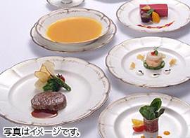 贅沢な食材と素敵な眺望が上質なランチタイムを彩ります。