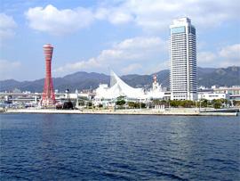 船上から眺める神戸の街並みはいつもと違う味わいが。