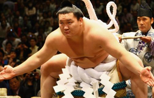 大相撲の世界の独特の雰囲気を味わい、思う存分「伝統」を味わいください。