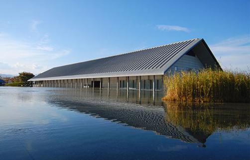 「水に浮かぶ美術館」で話題の佐川美術館